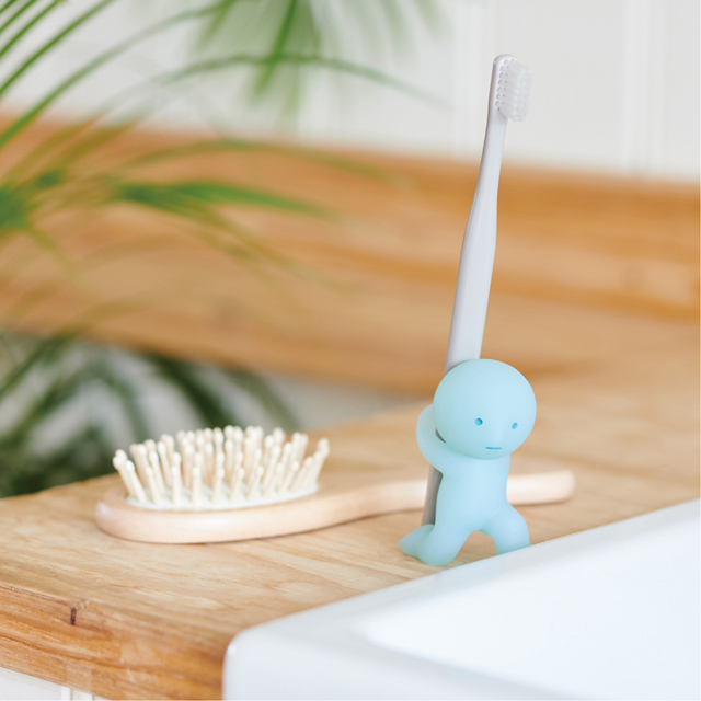 【Smiski】不可思議的夜光精靈-療癒牙刷架(力大無窮)